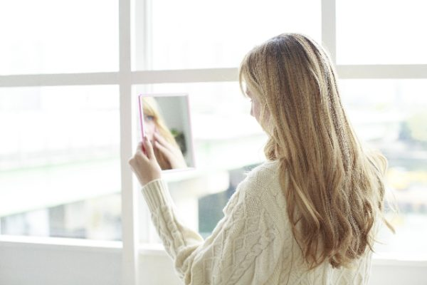 looking-at-mirror